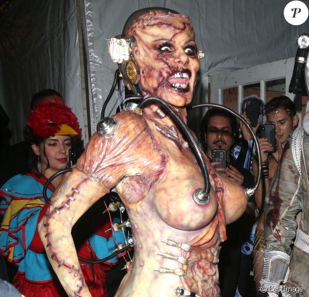 """Heidi Klum et son mari Tom Kaulitz arrivent déguisés pour la soirée """"Heidi Klum Halloween Party"""" à New York"""