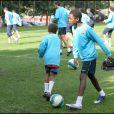 Les fils de Lilian Thuram, Marcus et Kephren Thuram, assistent à un entraînement du FC Barcelone en octobre 2007.