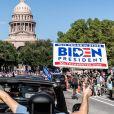 Les habitants de Washington descendent dans la rue pour fêter l'élection de Joe Biden à la présidence des États-Unis le 7 novembre 2020.