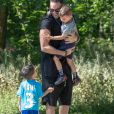 Adil Rami se promène avec ses deux enfants Zayn et Madi pendant l'épidémie de Coronavirus Covid-19. Paris le 30 mai 2020.