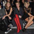 Julie Gayet, Patricia Kaas et Clotilde Courau au défilé Lanvin lors de la Fashion Week parisienne le 2 octobre 2009 à la Halle Freyssinet