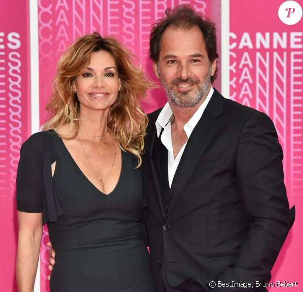 "Ingrid Chauvin et Thierry Peythieu durant le ""Pink Carpet"" des séries ""Killing Eve"" et ""When Heroes Fly"" lors du festival ""Canneseries"" à Cannes. © Bruno Bebert/Bestimage"
