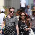 Exclusif  - Macaulay Culkin et sa compagne Brenda Song sont arrivés à Paris. Après s'être installé dans un appartement sous les toits, typiquement parisien, le couple, accompagné d'un ami, est allé faire des courses chez Monoprix. Récemment l'acteur déclarait vouloir avoir des enfants avec sa compagne. Le 10 août 2018