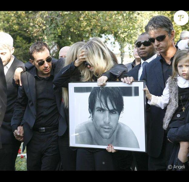 Obsèques de Filip Nikolic. Sa famille est effondrée.