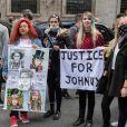 Les fans à la sortie de la Cour royale de justice à Londres le dernier jour du procès en diffamation contre le magazine The Sun Newspaper , le 28 juillet 2020. © Cover Images via ZUMA Press/Bestimage