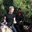 Amber Heard - Amber Heard fait de l'équitation avec sa compagne et des amis à Los Angeles, le 28 novembre 2020.