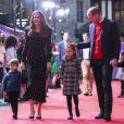 Le prince William, duc de Cambridge, et Catherine (Kate) Middleton, duchesse de Cambridge, avec leurs enfants le prince George, la princesse Charlotte et le prince Louis ont assisté à un spectacle donné en l'honneur des personnes qui ont été mobilisées pendant la pandémie au Palladium à Londres, Royaume Uni.