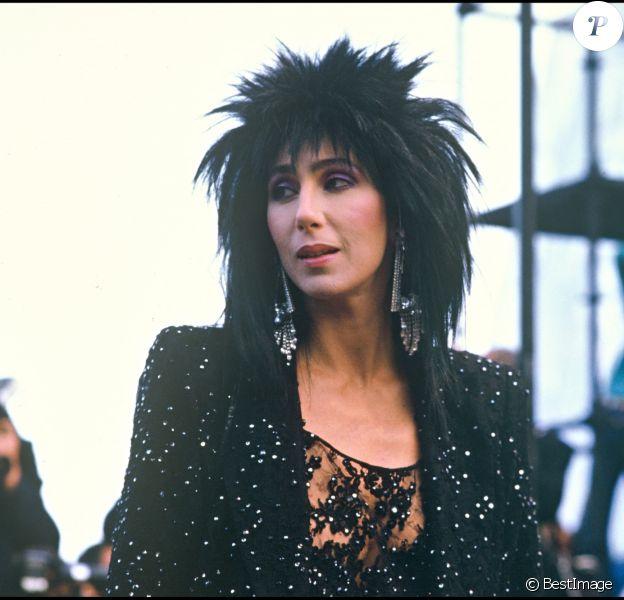 """Archives - La chanteuse Cher présente """"Mask"""" au festival de Cannes."""