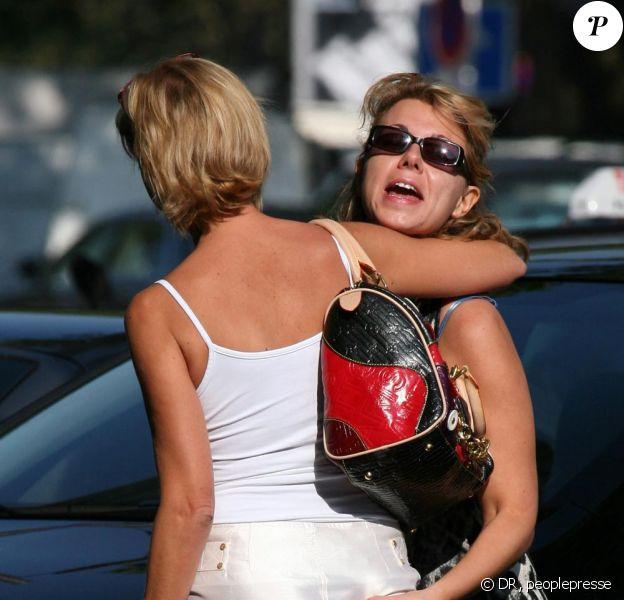 Cindy dans Paris avec sa copine Maria et son copain