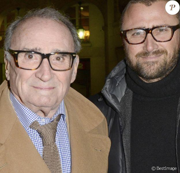 """Claude Brasseur et son fils Alexandre - Générale de la pièce """"La porte à côté"""" au Théâtre Édouard VII à Paris."""