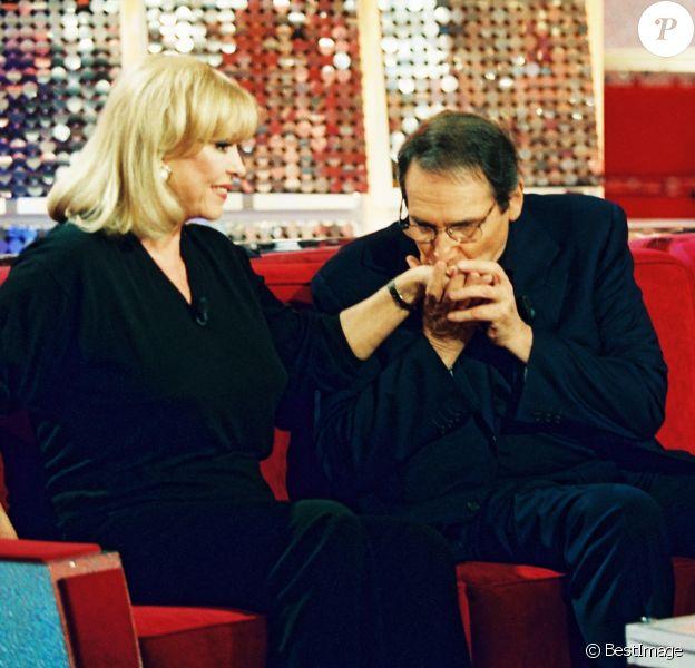 """Archives - Michèle Mercier, Robert Hossein lors d'une émission """"Vivement Dimanche"""" en 2000."""