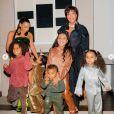 Kim Kardashian, sa mère Kris Jenner, ses 4 enfants Saint, Chicago, Psalm et North, et Dream (la fille de Rob Kardashian et Blac Chyna) fêtent Noël. Décembre 2020.