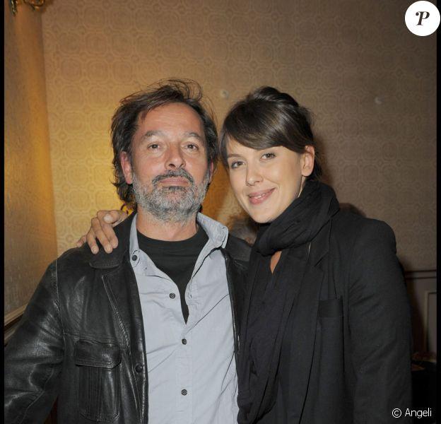 Christophe Alévêque et Serena Reinaldi lors du spectacle au théâtre Déjazet de Gregory Charles à Paris le 12 octobre 2009