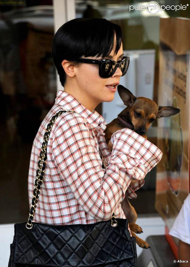 Christina Ricci, à l'occasion du Saving Grace Animal Rescue, durant lequel elle a adopté Woofy, à Los Angeles, le 27 septembre 2009 !