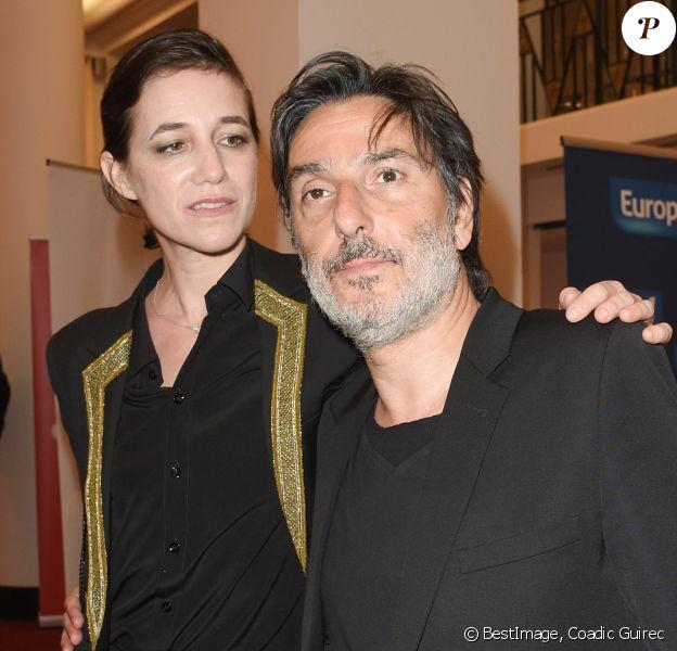 Yvan Attal et sa compagne Charlotte Gainsbourg - 30e cérémonie des Molières à la salle Pleyel à Paris, France. © Coadic Guirec/Bestimage