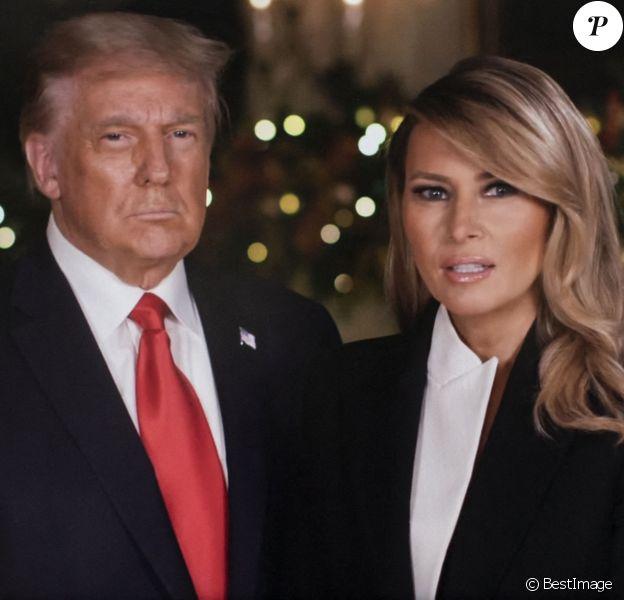 Le président Donald Trump et la Première Dame Melania Trump durant leur message de Noël © White House/Youtube/ZUMA Wire)