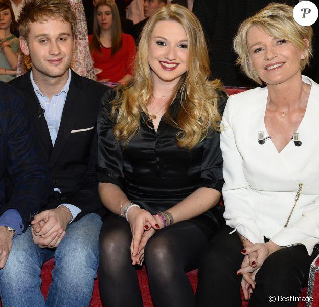 """Pierre Sled, Nicolas Sled, Valentine Sled et Sophie Davant - Enregistrement de l'émission """"Vivement Dimanche"""" à Paris."""