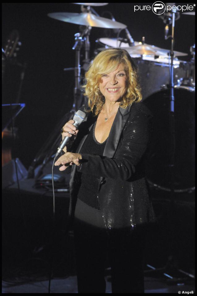 Nicoletta lors de son show pour ses quarante ans de carrière  à L'Alhambra à Paris le 15 octobre 2009