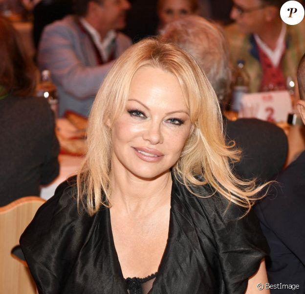 Pamela Anderson s'est mariée en secret avec Jon Peters, un producteur. L'actrice de 52 ans a épousé en secret Jon Peters, un producteur de 74 ans.