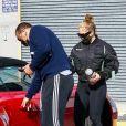 Alex Rodriguez et sa compagne Jennifer Lopez à la sortie de leur cours de gym à Los Angeles, le 26 décembre 2020.