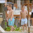 Britney Spears se détend au bord de la piscine avec ses deux enfants, Jayden James et Sean Preston