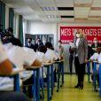 Brigitte Macron fait une dictée aux écoliers en soutien à l'Association Européenne de Leucodystrophie (ELA), au collège Charles-Peguy, Chesnay-Rocquencourt le 12 octobre 2020. © Thomas Coex / Pool / Bestimage