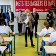 Brigitte Macron (accompagnée de son garde curops Fabien) fait une dictée aux écoliers en soutien à l'Association Européenne de Leucodystrophie (ELA), au collège Charles-Peguy, Chesnay-Rocquencourt le 12 octobre 2020. © Thomas Coex / Pool / Bestimage