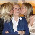 Michèle Morgan et ses deux petites-filles Sarah et Déborah Marshall à l'exposition Inclusions et Portraits. 13/10/09