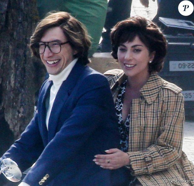 """Lady Gaga et Adam Driver tournent une scène du film """"House of Gucci"""" sur le lac de Côme"""