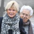 Philippe Gildas et sa femme Maryse lors des obsèques de Véronique Colucci au cimetière communal de Montrouge, le 12 avril 2018.