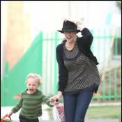 Quand Liv Tyler et son fils Milo s'envolent dans un coup de vent... sur le chemin de l'école !