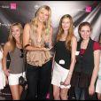 La belle Maria Sharapova, à l'occasion de l'inauguration de la boutique T-Mobile de Canoga Park et le lancement du nouveau Sony Ericsson Equinox, à Santa Monica, en Californie, le 31 octobre 2009.
