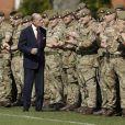 Le prince Philip duc d'Edimbourg, rend visite au soldats du premier bataillon des grenadiers à Aldershot le 30 mars 2017.