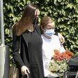 Angelina Jolie et sa fille Vivienne sont allées acheter des fleurs à Los Feliz le 15 avril 2021.