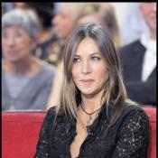 Mathilde Seigner : Une vraie ménagère scotchée à son écran... et qui n'oublie jamais sa grande soeur !
