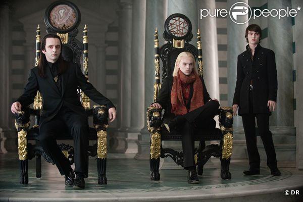 Twilight 2010 : L'Organisation de la Convention. 310955-le-clan-des-volturi-dans-twilight-ii-637x0-3