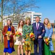 Le roi Willem-Alexander et la reine Maxima des Pays-Bas avec leurs filles la princesse Alexia des Pays-Bas, la princesse Ariane des Pays-Bas et la princesse Catharina-Amalia des Pays-Bas - La famille royale des Pays-bas réunie à Eindhoven à l'occasion de la fête du Roi (Koningsdag), anniversaire du roi (54 ans), le 27 avril 2021.