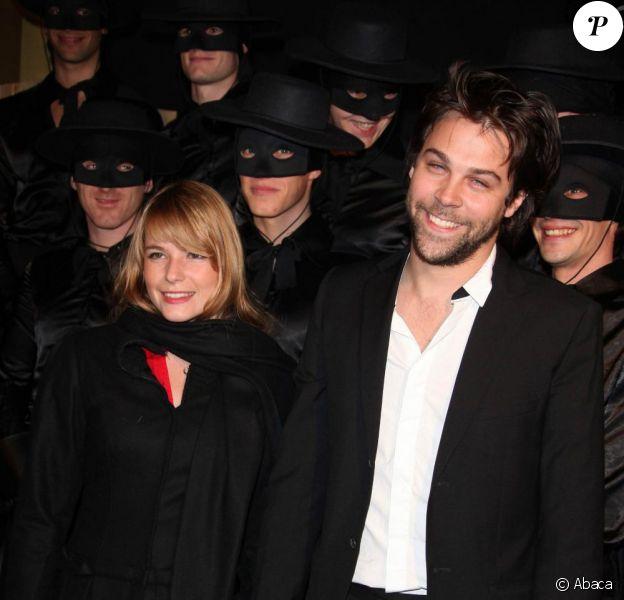 Arthur Jugnot et Cécilia Cara arrivent à la première VIP de Zorro. 05/11/2009