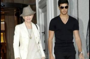 Madonna part à l'autre bout du monde avec son toy boy... pour récupérer de l'argent !