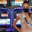 Amandine Petit en robe sexy pour une soirée casino, lors de Miss Univers 2020, en mai 2021