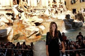 Penélope Cruz, somptueuse au bord d'une fontaine mythique... On se prend à rêver...