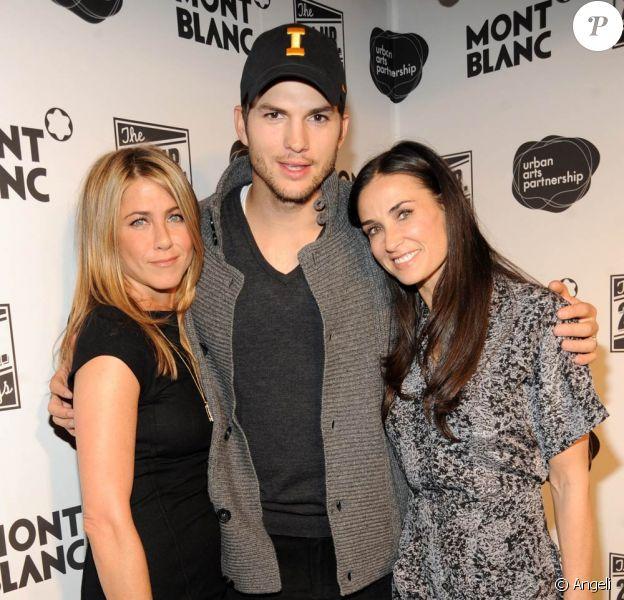 """Jennifer Aniston, Ashton Kutcher et Demi Moore, à l'occasion de la grand esoirée """"24 Hour Plays on Broadway"""", à New York, le 9 novembre 2009."""