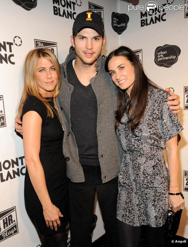 "Jennifer Aniston, Ashton Kutcher et Demi Moore, à l'occasion de la grand esoirée ""24 Hour Plays on Broadway"", à New York, le 9 novembre 2009."