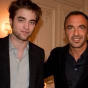 Robert Pattinson : Un vampire chez Nikos qui se livre sur ses anciennes frustrations... et sa vision de l'amour !
