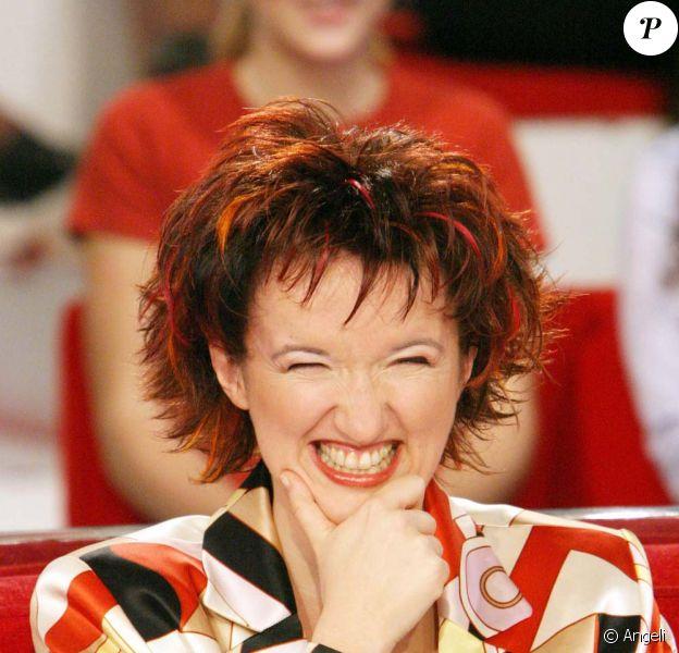 Anne Roumanoff invité de Vivement Dimanche pour sa chronique Radio bistrot, le 15 novembre 2009.