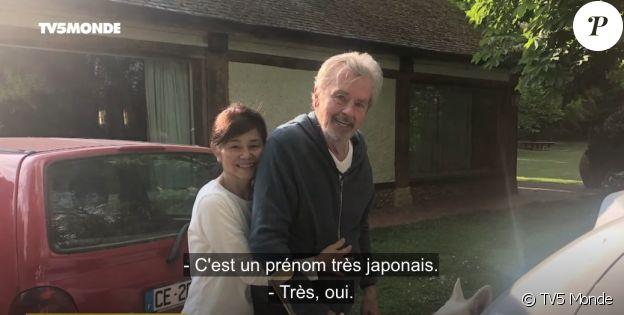 Hiromi et son compagnon Alain Delon dans l'interview menée par Cyril Viguier, le 1er juillet 2021.