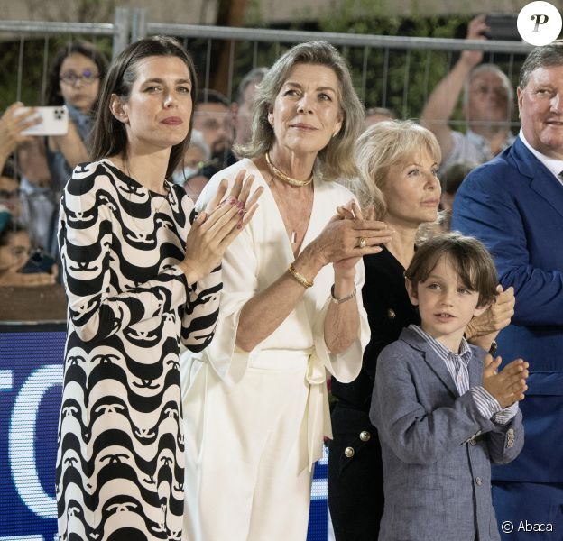 Charlotte Casiraghi, son fils Raphaël et sa mère la princesse Caroline de Monaco au 15e Jumping International de Monte-Carlo.