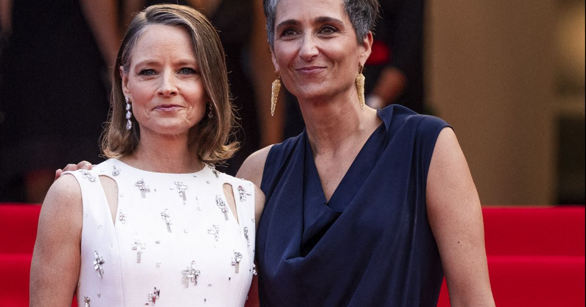 Jodie Foster and his wife Alexandra Hedison radiant on the Cannes red  carpet – Avitic™ magazine