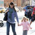 Jennifer Garner et sa fille Violet Affleck passent une journée entre filles le 21 novembre 2009 à Santa Monica, Los Angeles
