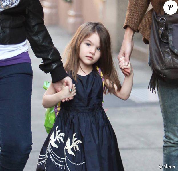 Suri Cruise fait du shopping avec sa mère Katie Holmes à New York le 22 novembre 2009